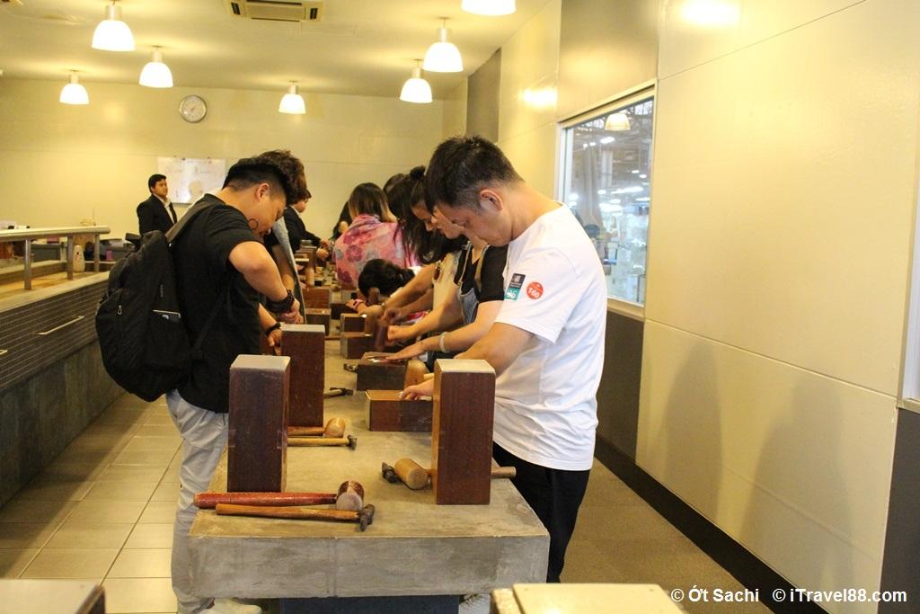 Tự tay làm sản phẩm tại Royal Selangtor