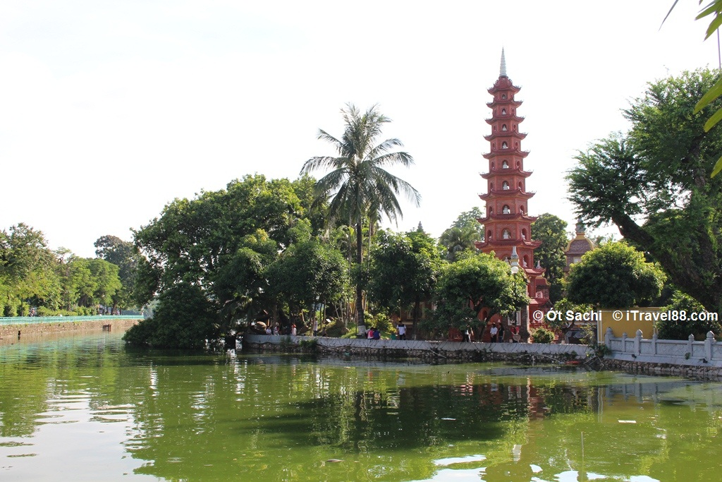 Tran Quoc pagoda in West lake - Top 10 best places to visit in Ha Noi