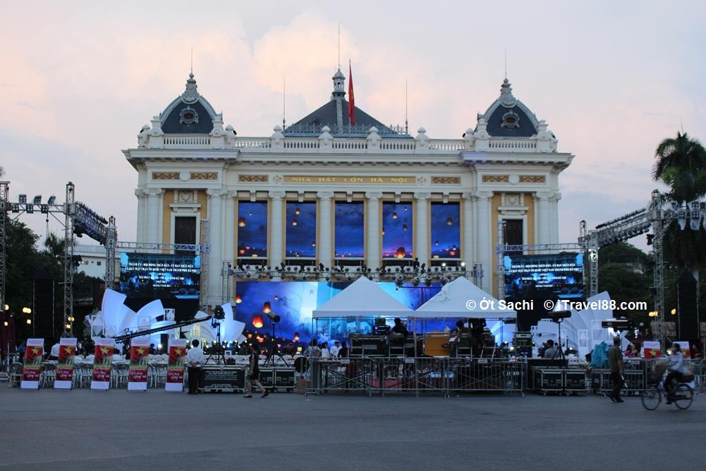 Nhà hát lớn Hà Nội, 7 dạng bài viết content cho Travel Blogger