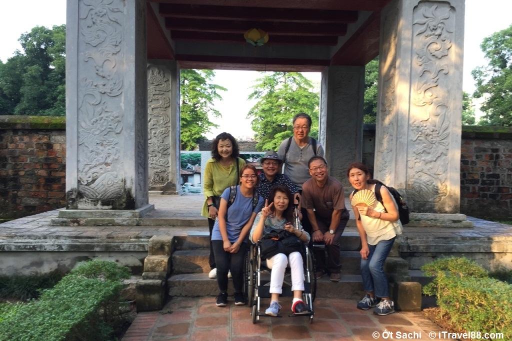 Dẫn tour là một trong top những công việc cho sinh viên biết tiếng anh tại Hà Nội