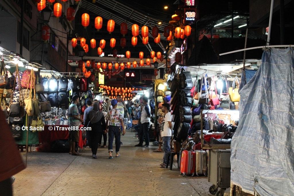 China town, thiên đường của các món đồ lưu niệm giá bình dân