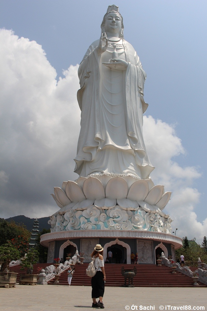 Buddha lady in Linh Ung Pagoda