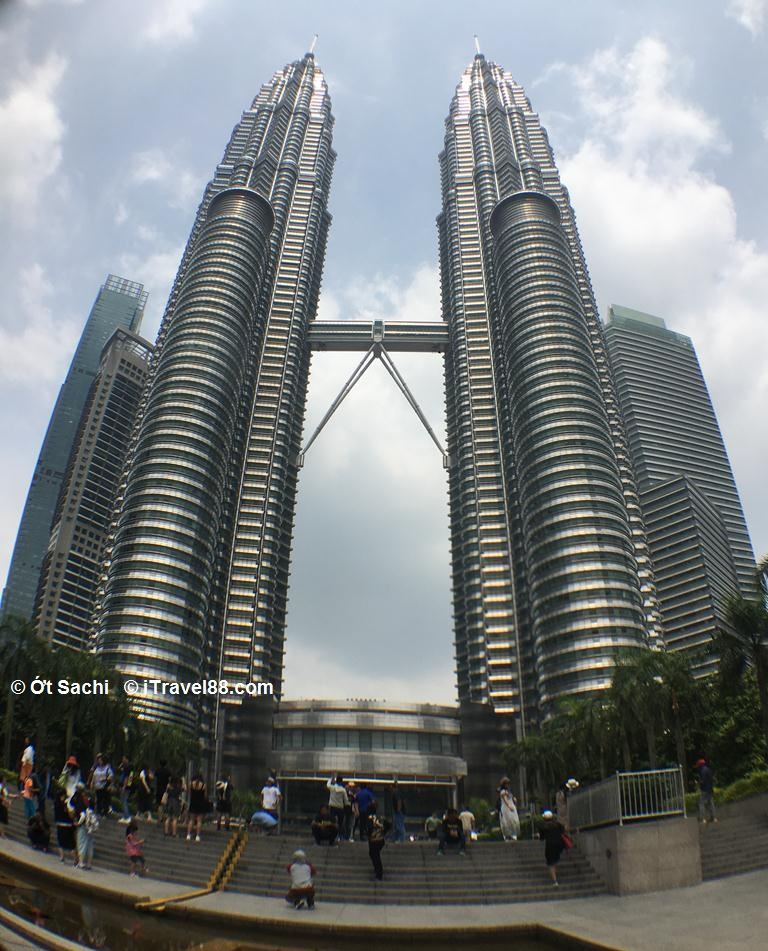 Tháp đôi Petronas -niềm tự hào của người Malaysia
