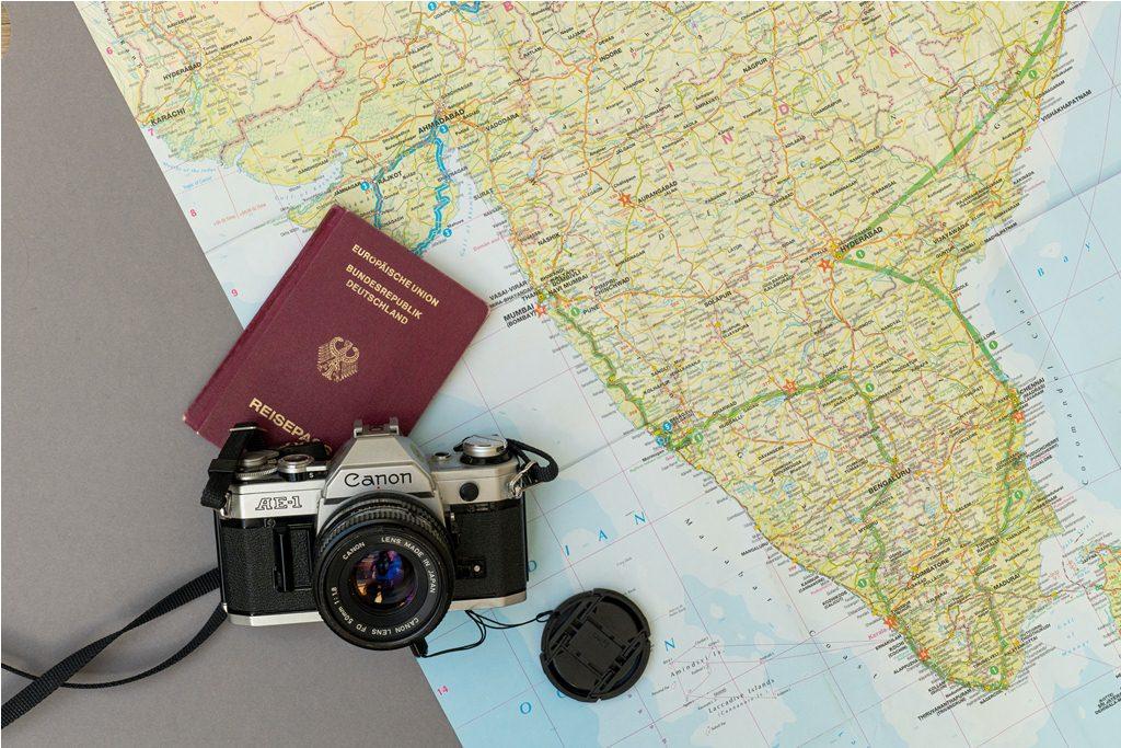 Thiết bị điện tử là vật dụng cần thiết khi đi du lịch không thể thiếu