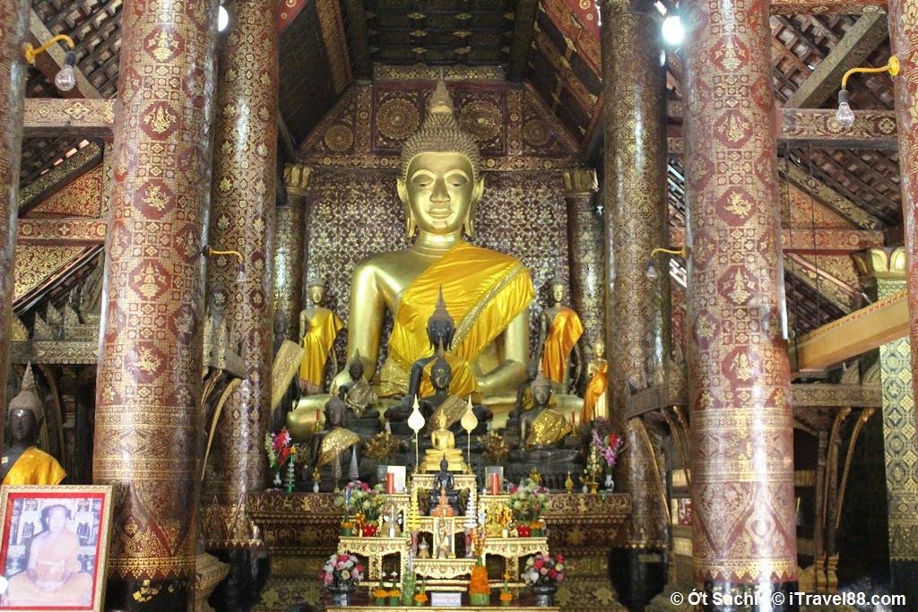 Lưu ý không chạm vào các bức tượng trong chùa