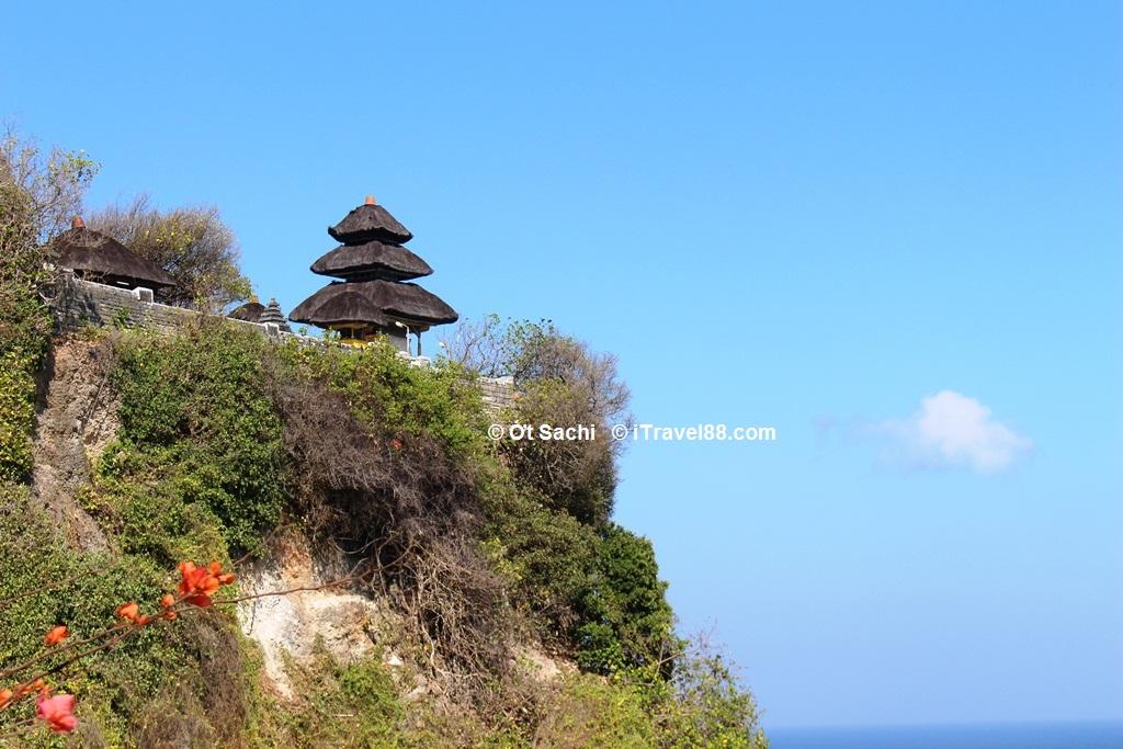 Đền Uluwatu, một trong 9 ngôi đền cổ xưa ở Bali