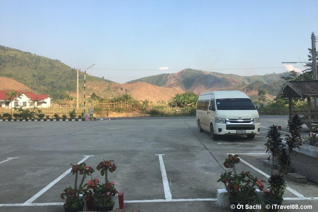 Phuơng tiện di chuyển ở Lào