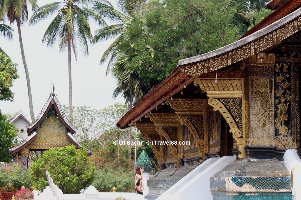 Một góc chùa Wat Xieng Thong với những hoa văn tinh xảo