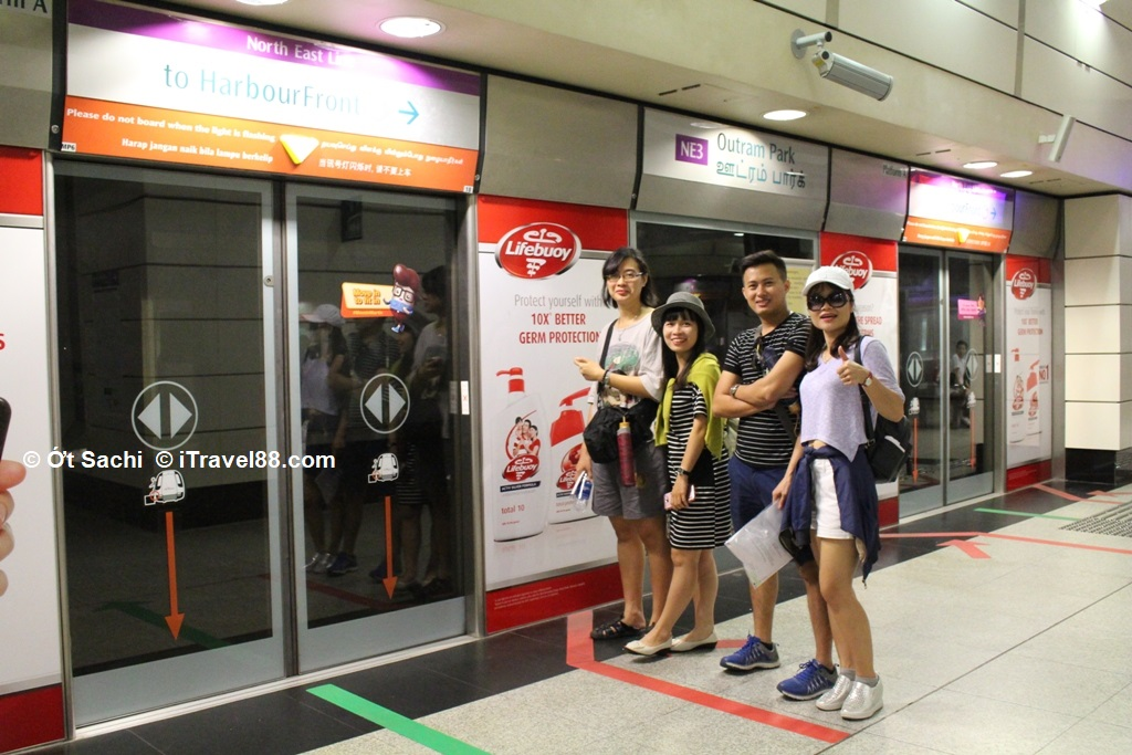 Hướng dẫn cách đi tàu điện ngầm MRT ở Singapore