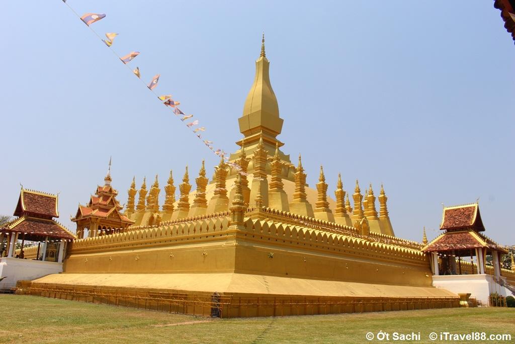 Tòa tháp được mạ vàng trông rất nguy nga tráng lệ