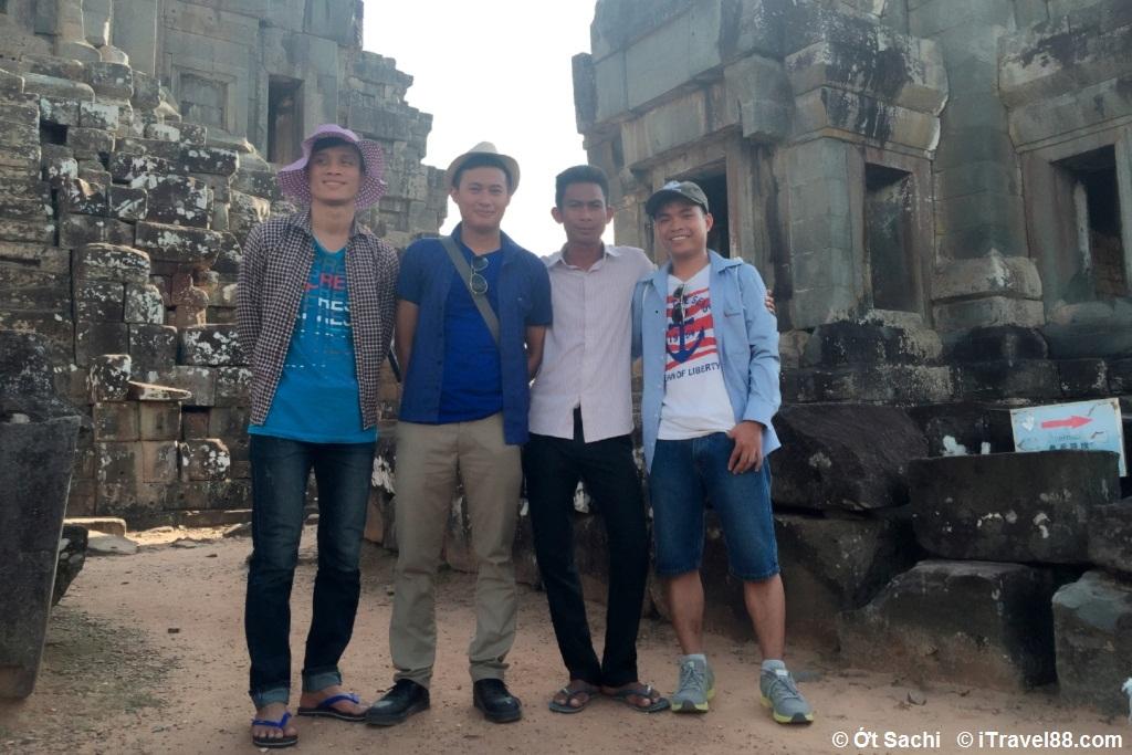 """Anh tour guide """"không chuyên"""" áo trắng - những mẩu chuyện du lịch đáng nhớ"""