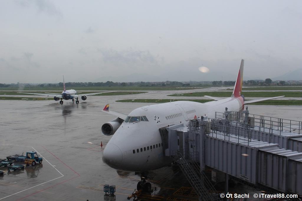 Một ngày mưa gió ở Nội Bài - điều gì bạn ghét nhất khi đi du lịch?