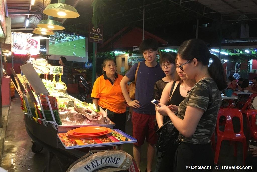 Khám phá khu ẩm thực buổi tối- Kinh nghiệm du lịch bụi Penang
